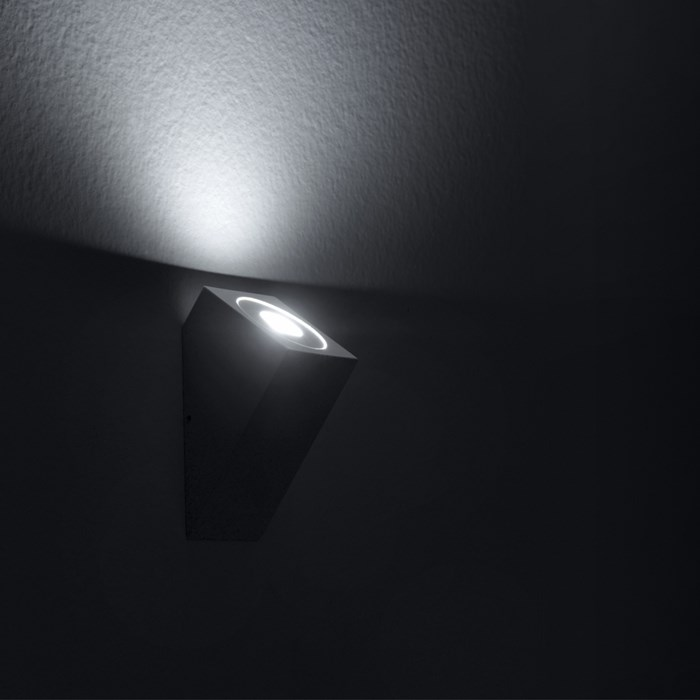 Icone Da Do Sloped Wall Light| Image:1