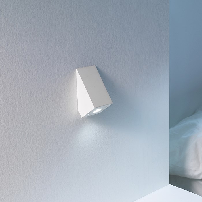 Icone Da Do Sloped Wall Light| Image : 1