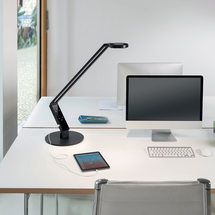 Luctra Radial Pro Human Centric LED Table Lamp| Image:1