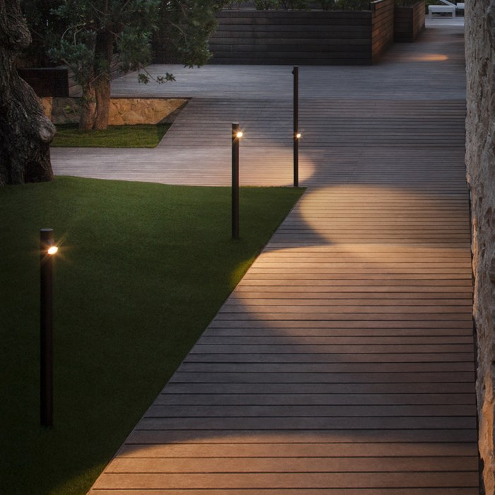 Vibia Bamboo Exterior Floor Lamp| Image:1