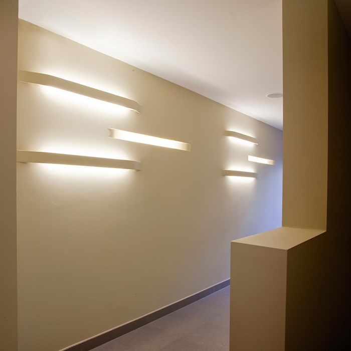 Brick In The Wall Impression Fluo Plaster In Wall Light| Image:1