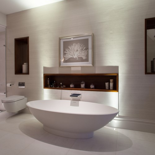 Contemporary free-standing bath lighting