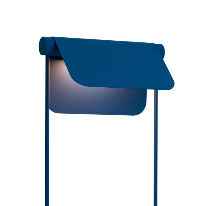 Blond Belysning Bend Floor Lamp in blue, close up of the adjustable shade at an angle