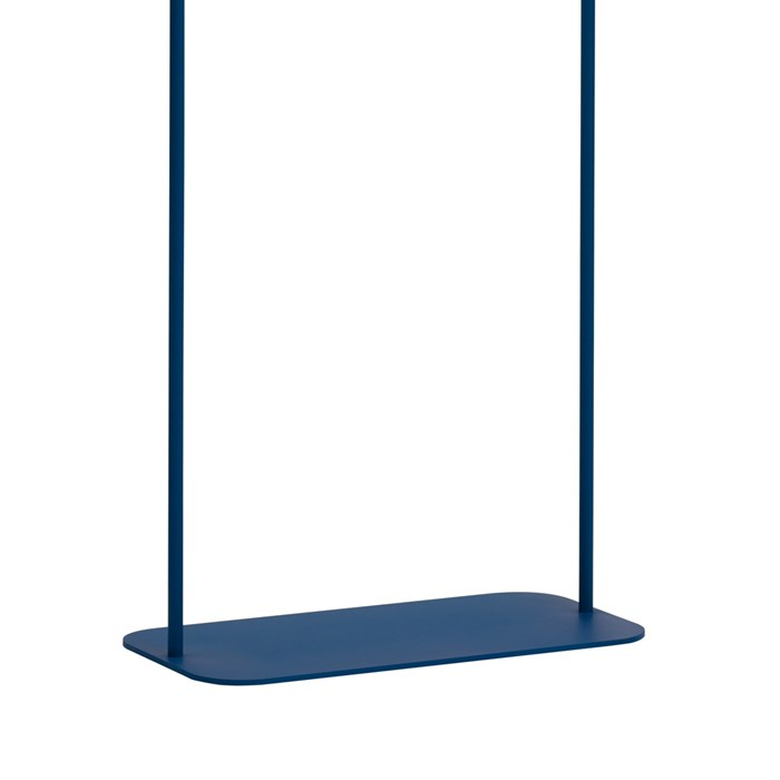 Blond Belysning Bend Floor Lamp in blue, close up of the metal base