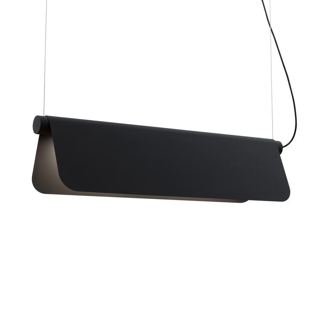 Blond Belysning Bend Mini 850 Pendant in black against a white background