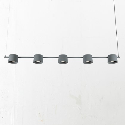 Blond Belysning Chorus 5 Pendant with 5 shades in grey against a white background