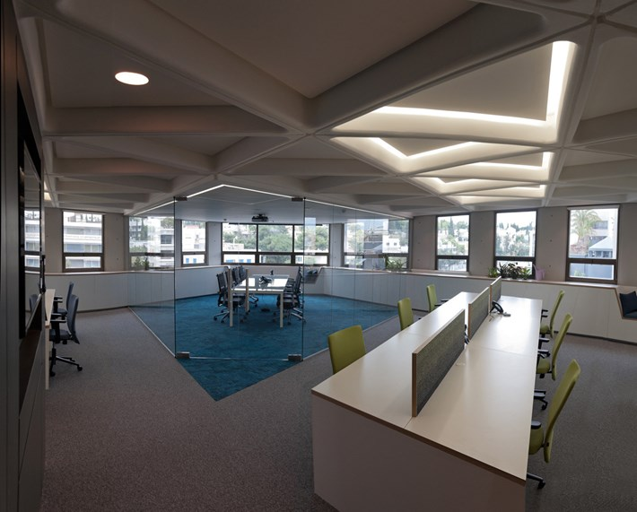 Nama Modular Fos 17 Plaster In Downlight Light installed in a contemporary open office