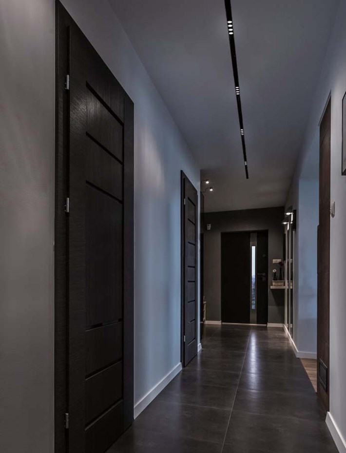DLD Shadowline recessed track with twin LED spot lights in a contemporary modern hallway