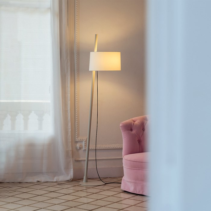Single shade Linood light placed into a living room with a pink sofa